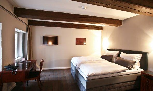 Doppelzimmer - modern und antik eingerichtet