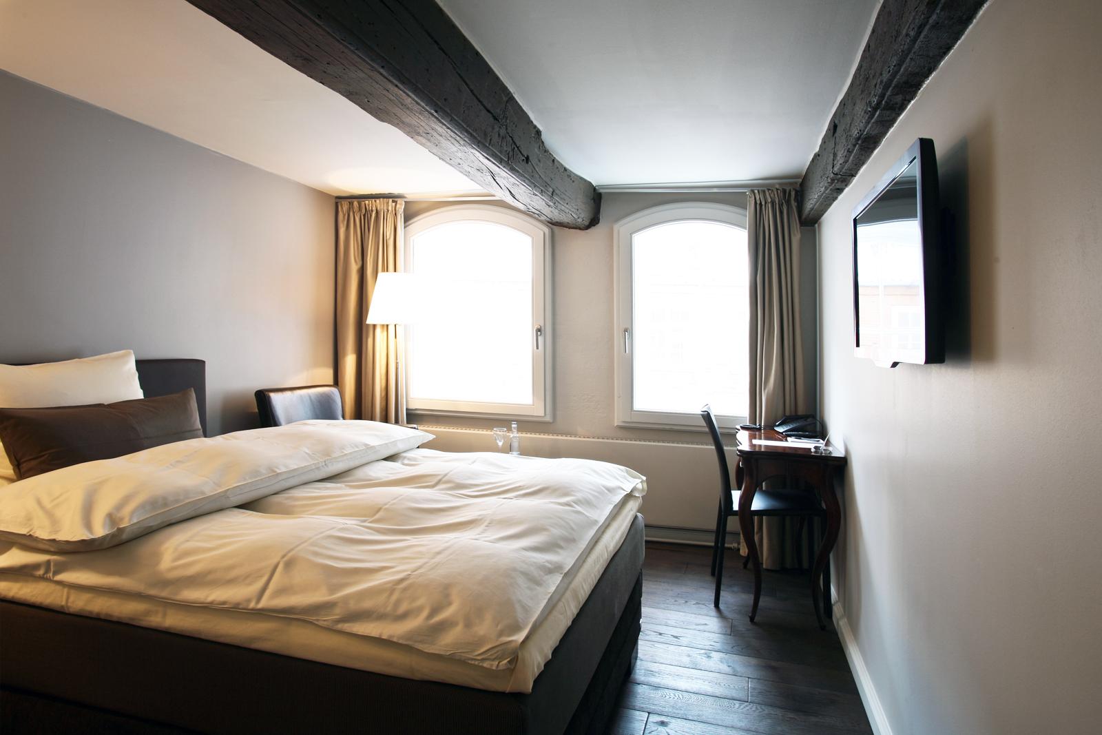 Besondere einzelzimmer hotel anno 1216 l beck for Besondere hotels