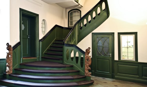 Hoteltreppe - Antike Holztreppe des 17. Jahrhunderts